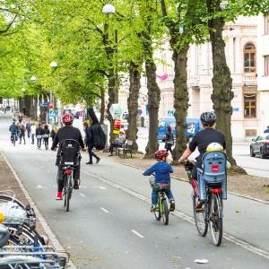 Cyklar i allé